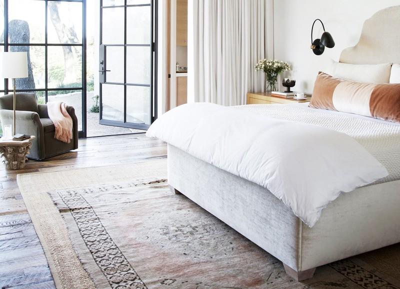Deze simpele tip om je vloerkleed te stylen laat elke ruimte er beter uitzien