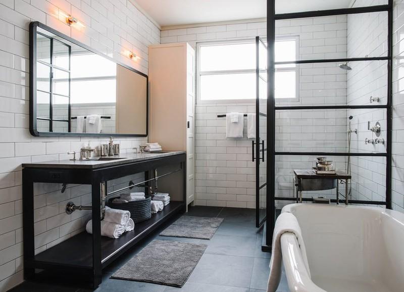 De mooiste badkamers met zwarte accenten