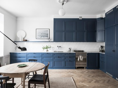 Shop the look: Scandinavisch interieur met blauwe keuken