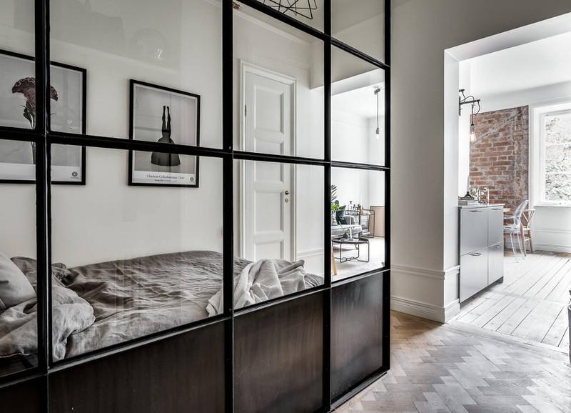 Glazen Wand Woonkamer : Binnenkijken bij hippe studio met glazen wand alles om van je huis