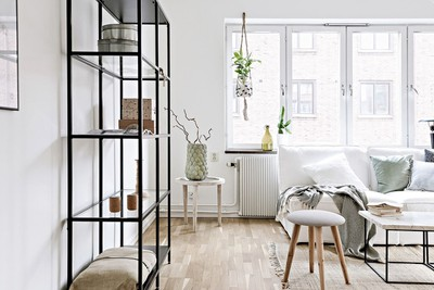 Shop the look: licht Scandinavisch interieur met zomers balkon