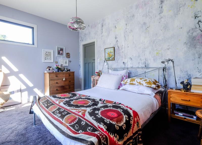 Binnenkijker: kleurrijk huis met vrolijke prints en een prachtig uitzicht