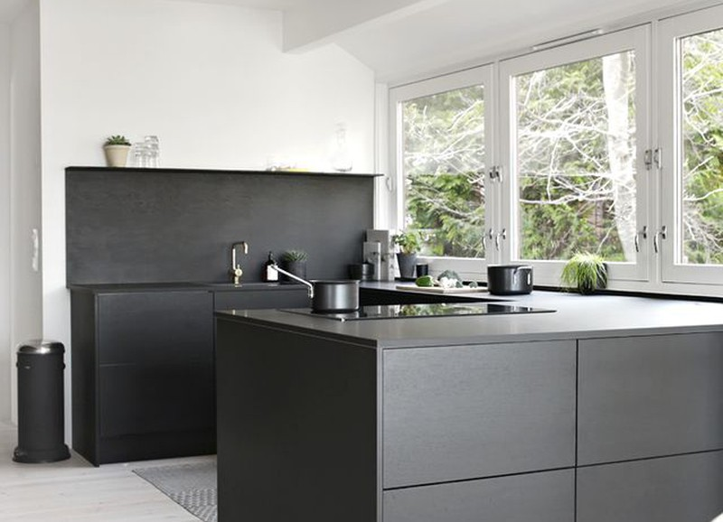 yay or nay: a black kitchen