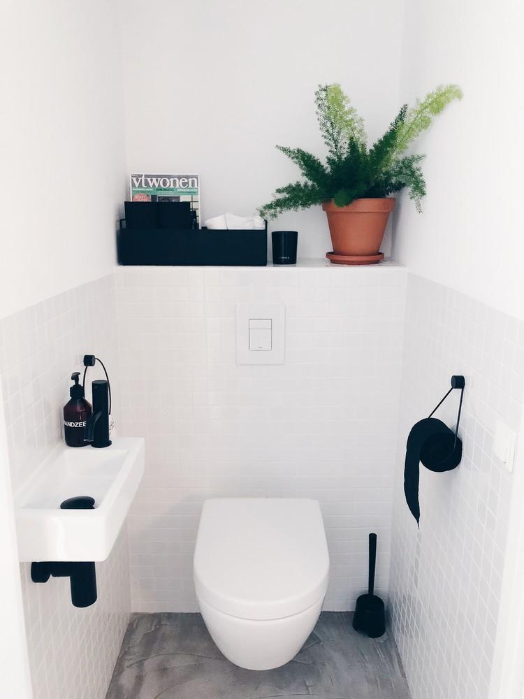 toilet klein zwart