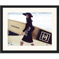 Chanel Surfboard - Fotoprint in houten frame met passe partout - 40 X 50 X 2,5 cm