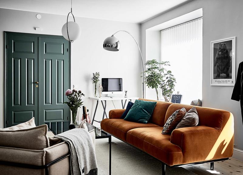 Hoekbank Met Loungestuk.Binnenkijken In Een Prachtig Appartement Met Eyecatcher Bank