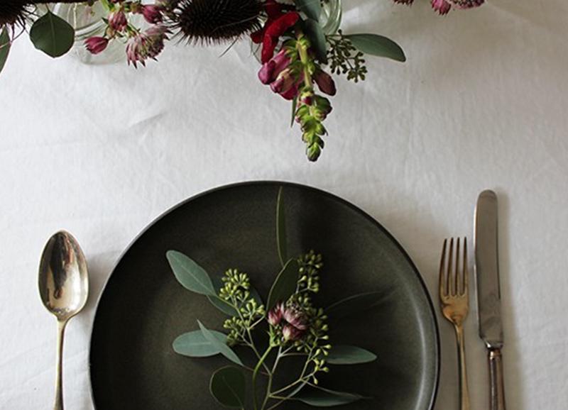 7 manieren om je eettafel mooi te dekken voor dinerfeestje