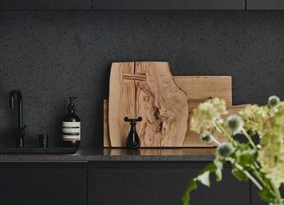 7x stijlvolle keukens met een zwart aanrecht