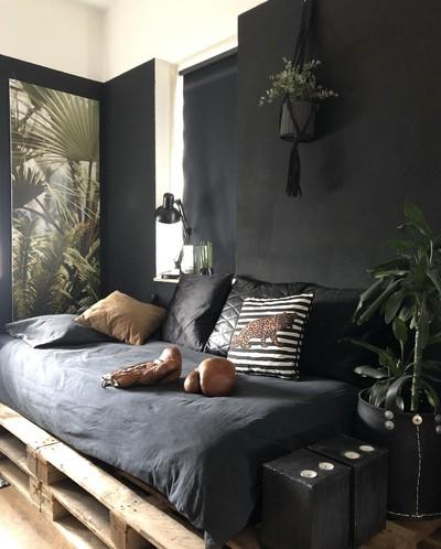 Shop the look: zwarte slaapkamer met groene details